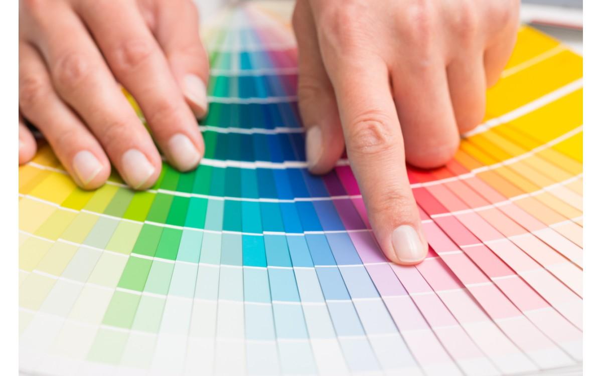 デザインの効果を左右する配色の特徴について